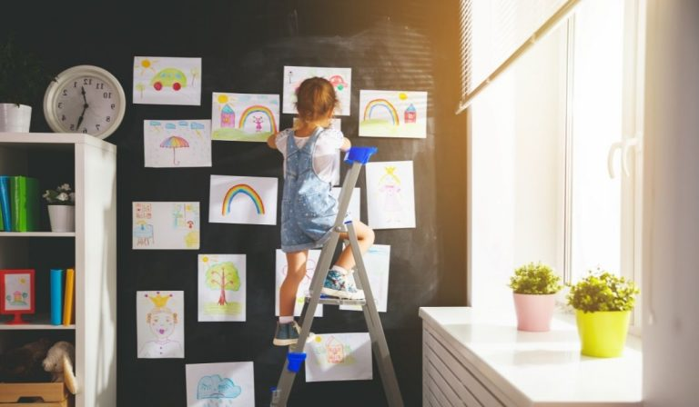 9 Ways to Stick Paper to The Wall Without Damaging It